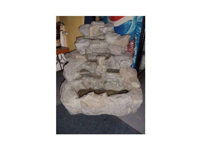 Fontána z umělého kamene s oběhem vody