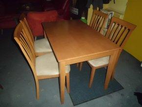 Jídelní stůl s židlemi